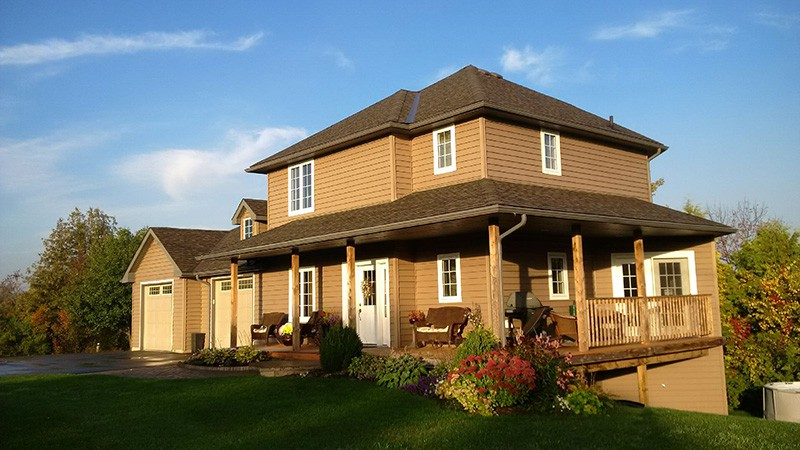 Vinyl siding under the tree will transform your home