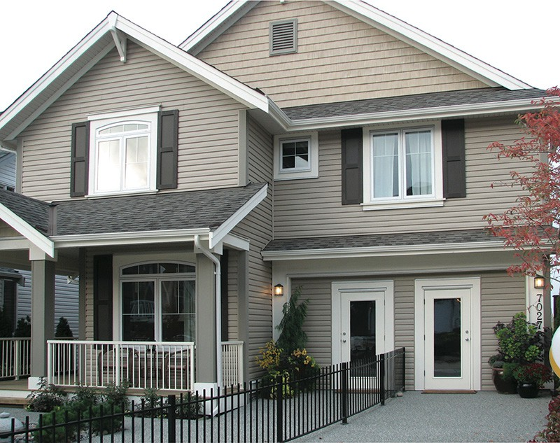 Vinyl house siding in North York
